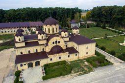 Construcția clopotniței Mănăstirii Zăbriceni